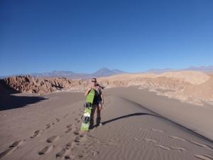 Beim Sandboarding in der Atacamawüste, Chile