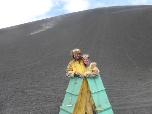 Erschöpft, aber glücklich nach gelungenem Volcanoboarding