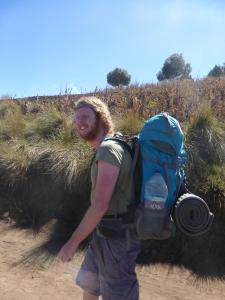 Mit dem Backpack auf dem Rücken