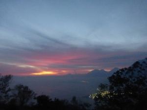 Sonnenaufgang über dem Lago de Atitlán